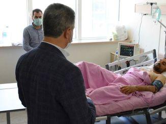 malatya valisi barus tren kazasinda yaralanan personeli ziyaret etti