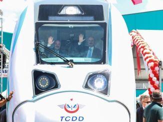 lokale og nationale elektriske togministre sluttede sig med toget med toget