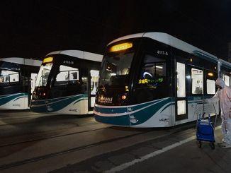 Bonde e ônibus Akçaray prontos para as férias