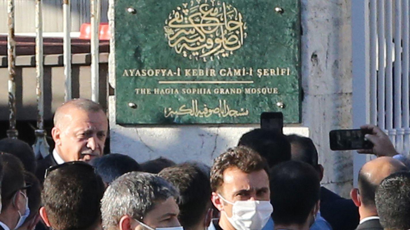 Cumhurbaşkanı Erdoğan, Ayasofya Camisi'nin tabelasını açtı ...