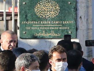 Erdogan elnök megnyitotta a Hagia Sophia mecset jeleit