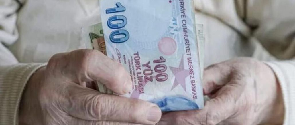 When will the retirement holiday bonus of retirees be paid?