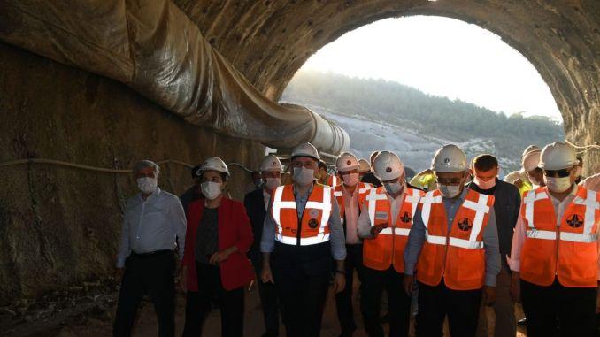 Karaismailoglu untersuchte die Tunnelarbeiten auf der Straße nach Silifke Mut