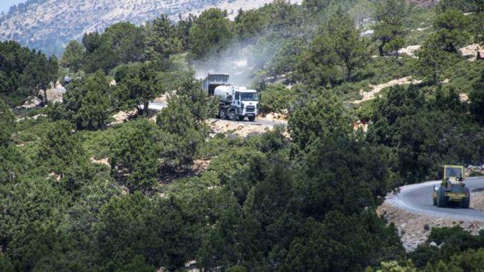 כביש Mut Karaman הוא אספלט והובלה הן של העובד והן של היצרן