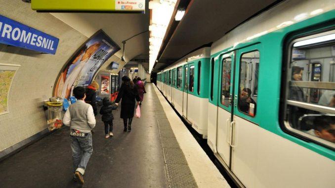 Fahrzeuge mit öffentlichen Verkehrsmitteln in Paris sind minderjährig kostenlos