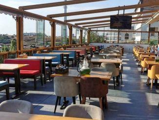 Preostala ograničenja radnog vremena u restoranima i kafićima