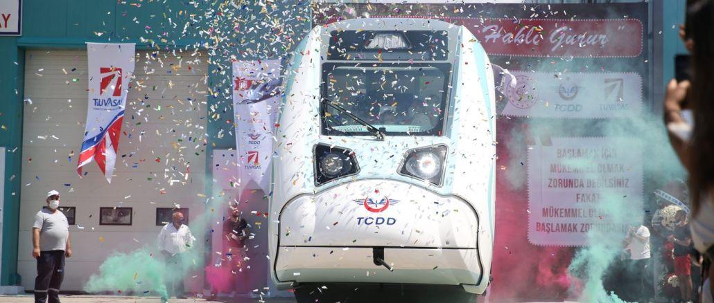 הרכבת החשמלית הראשונה מגדירה את תובלת הגאווה המקומית והלאומית בקנה טורקינין