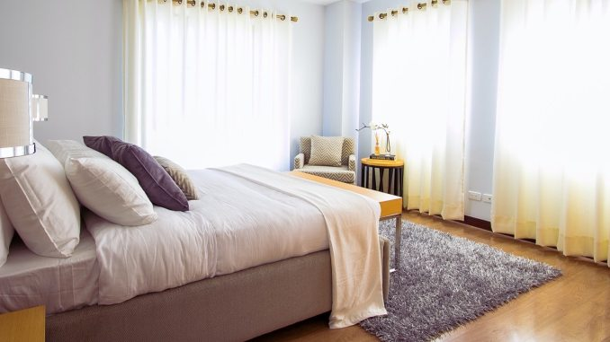 white bed comforter during daytimne