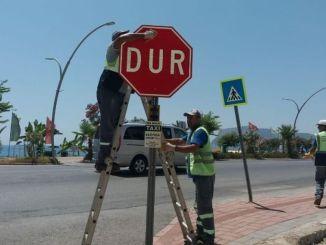 Alanyada Trafik Levhalari Yenilendi