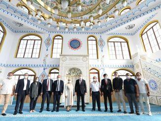 minister karaismailoglu huriye yildirim attended mother mosque emergency