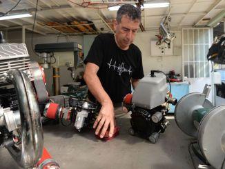 stipendijní podnikatelé exportují motory, které vyrábějí, s místními příležitostmi do světa.
