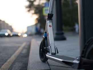mencapai target standar internasional dalam skateboard listrik