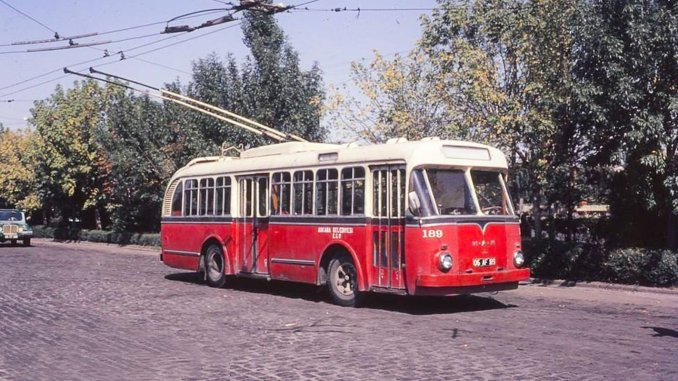 What is a trolleybus? How does it work? Which trolley bus service in the province first entry in Turkey?