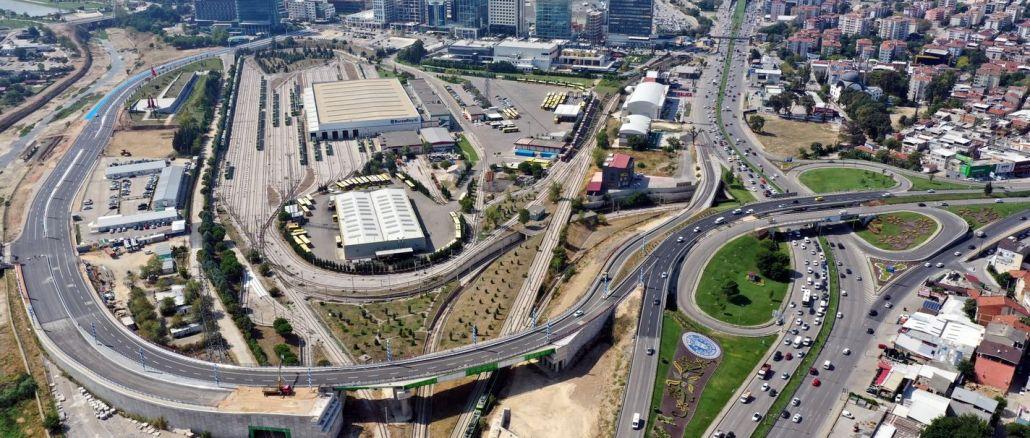 Acemler Kavşağı'nın Trafik Yükünü Hafifletecek Köprü ve Bağlantı Yolları Açıldı