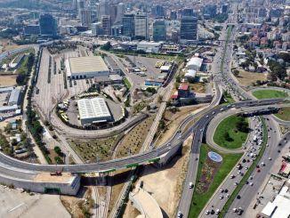 Bruggen en verbindingswegen die zijn geopend om de verkeersbelasting van het kruispunt te verlichten