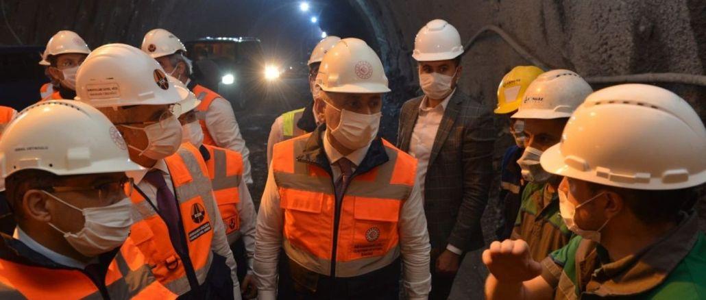 Bakan Karaismailoğlu, Yeni Zigana Tüneli İnşaatında İncelemelerde Bulundu