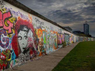 لماذا تم بناء جدار برلين؟ كيف ولماذا سقط جدار برلين؟