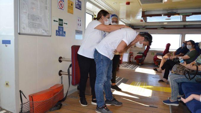 Izobraževanje prve pomoči za potnike, ki potujejo z zalivskimi trajekti