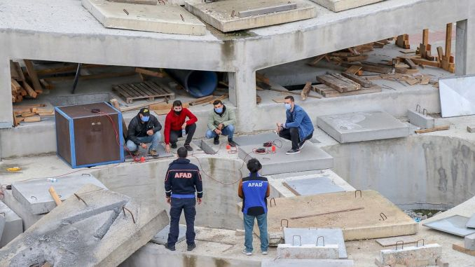 AFAD đã cung cấp khóa huấn luyện tìm kiếm và cứu nạn cho 27 nghìn người