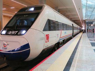 Minister Karaismailoğlu maakt het aantal vervoerde passagiers op YHT-lijnen bekend
