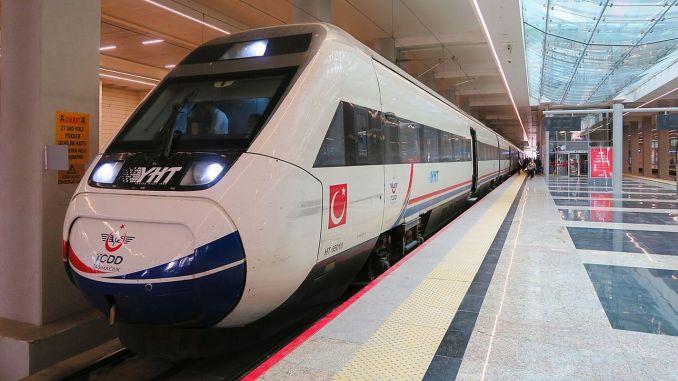 Minister Karaismailoğlu napoveduje število potnikov, prepeljanih na progah YHT