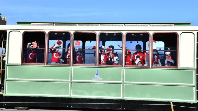 İZELMAN幼稚園の学生のためのノスタルジックなトラム旅行