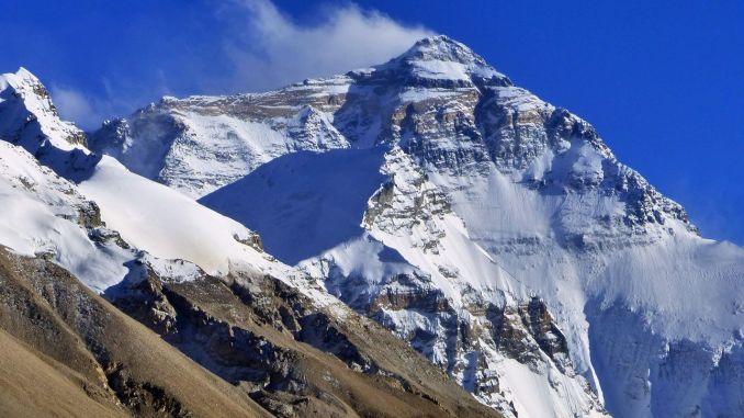 Где находится Эверест и как он был создан? Высота и другие характеристики