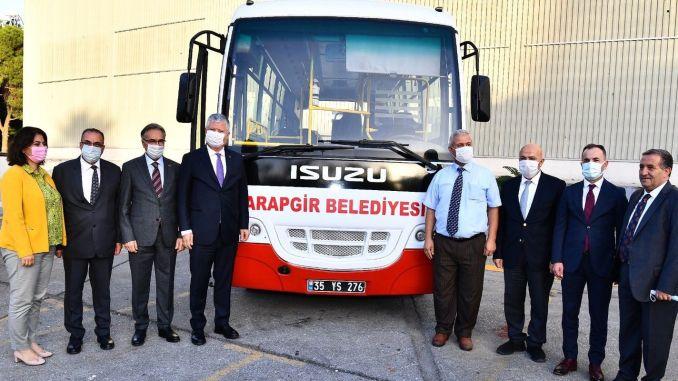 Столичный муниципалитет Измира передал автобусы 9 районам