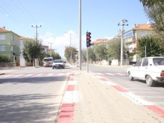 Verkeerslichten zijn geïnstalleerd in gebieden met veel verkeer in Karaman