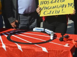 Hogesnelheidstreinprotest met speelgoedtrein in Kayseri