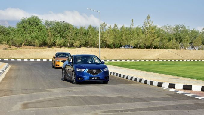 Tatar Melakukan Test Drive dengan Mobil Domestik TRNC GÜNSEL B9