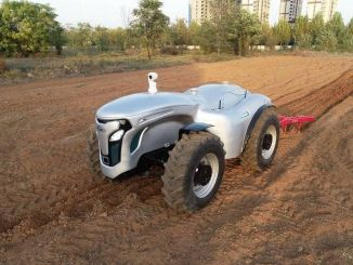Desarrolló un tractor eléctrico sin conductor controlado por g