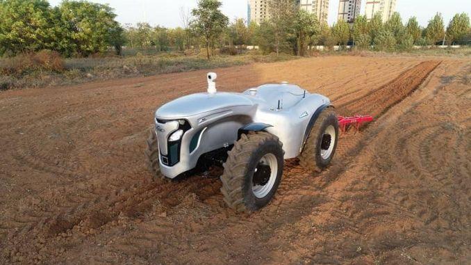 Sviluppato un trattore elettrico senza conducente controllato da g