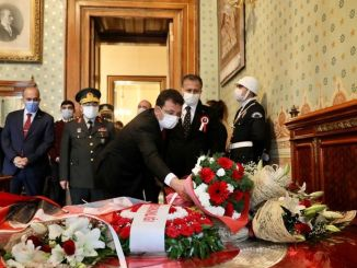 It was commemorated in the dolmabahce palace that he gave the horse his last breath