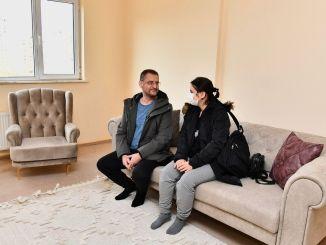 slachtoffers van aardbevingen begonnen zich te vestigen in lange woningen