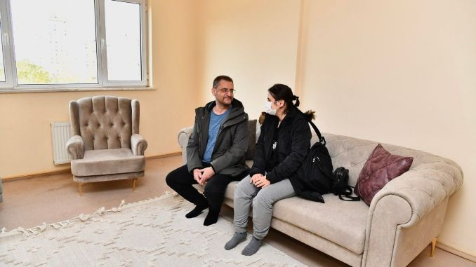 žrtve zemljotresa počele su se naseljavati u dugim rezidencijama