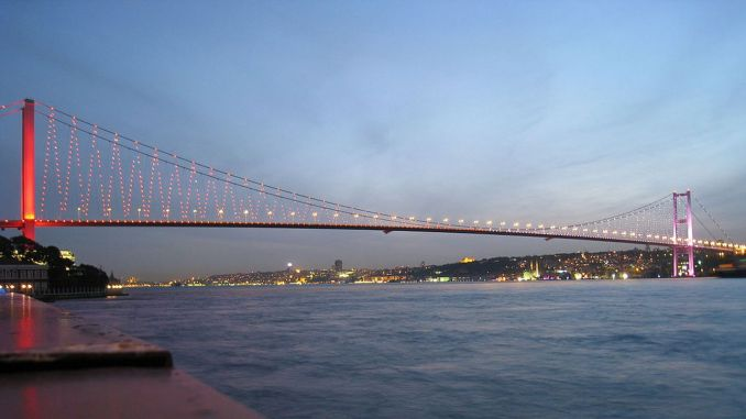The first necklace of the Istanbul Bosphorus July Martyrs Bridge