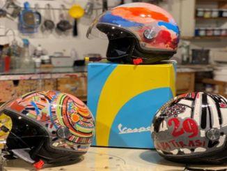 ベスパのヘルメットがアートワークに変わりました