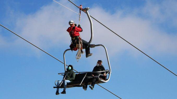 Breathtaking rescue practice in Hakkari ski resort