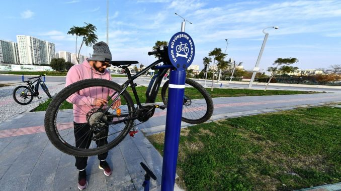 Free repair stations were established for bicycles in Izmir