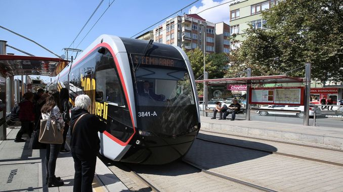Kayseri has extended free public transportation to its healthcare professionals.
