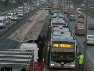metrobus vehicles at full capacity without maintenance