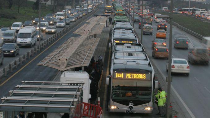 metrobus vehicles at full capacity without maintenance