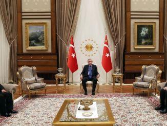 الرئيس أردوغان وزير النقل الأفغاني يقبل سمارت