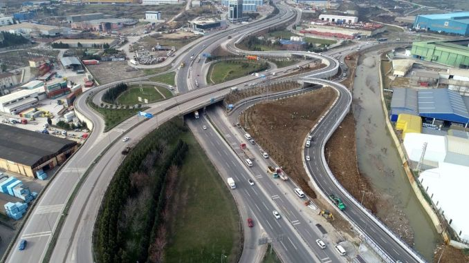 Works are continuing at the crossroad of dilovası west bridge