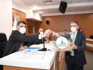A Kartepe felvonó projektjét egyhangúlag átadták Büyüksehire-nek.