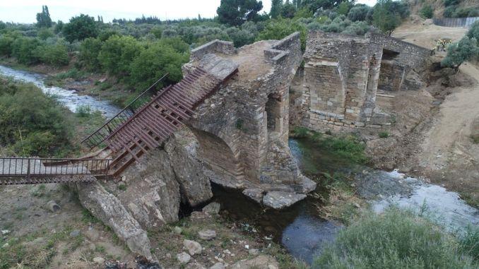 歷史悠久的橋樑正在恢復並投入旅遊