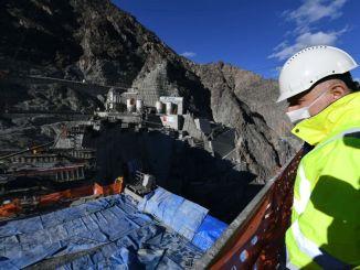 turkiyenin 자랑스러운 yusufeli 끝으로 댐 프로젝트