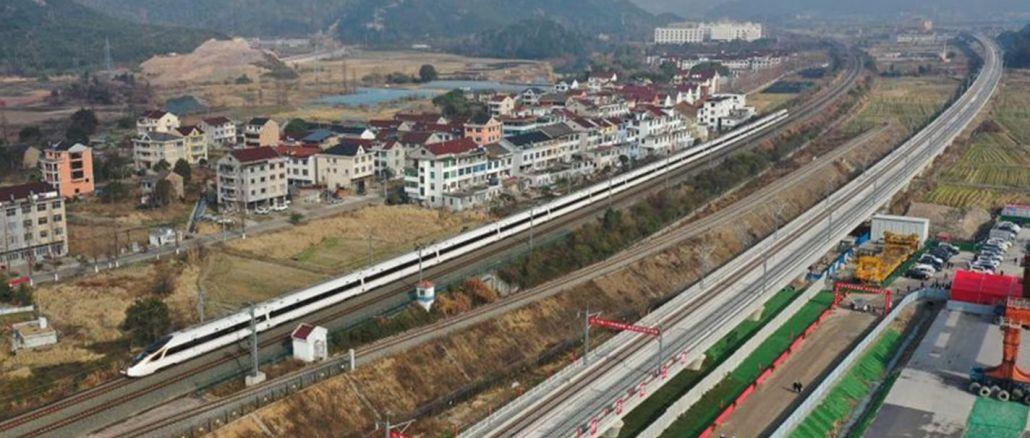Kinijos geležinkelių tinklą padidins iki tūkstančio km - oro uostų skaičiaus