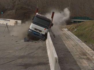 اجتازت حواجز الطرق السريعة في Iston اختبار السلامة والمتانة